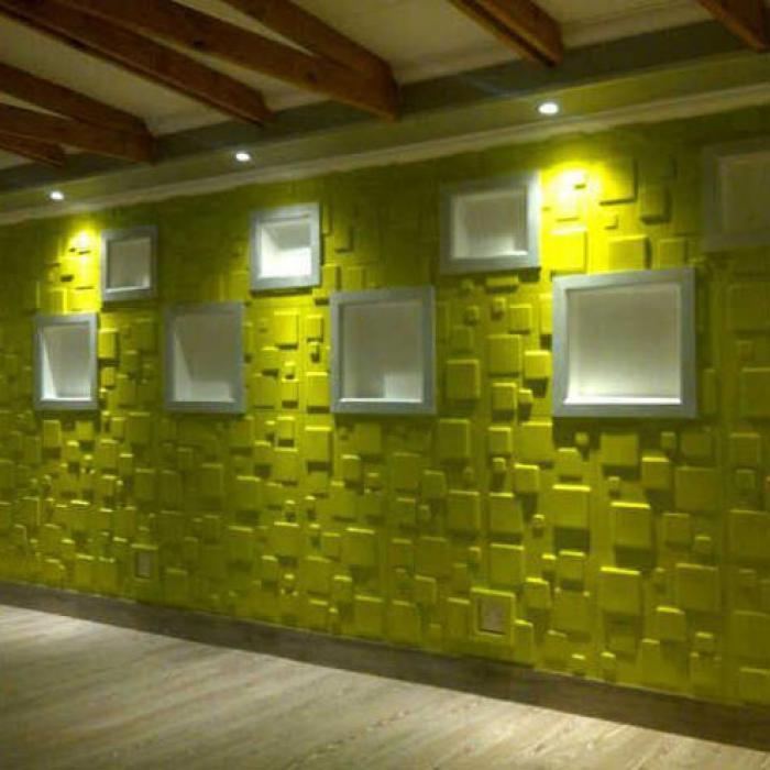frische 3D Wanddekoration in grünen quadraten und weißen Wandnischen