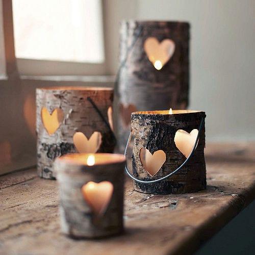 Teelichthalter aus Holz mit geschnittenem Herz