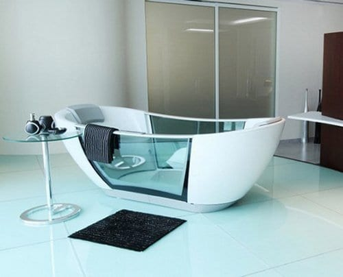 hi-tech Badewanne mit Glaswänden