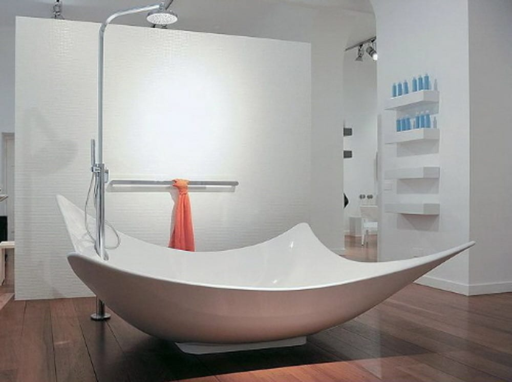 moderne Keramik-Badewanne mit Dusche