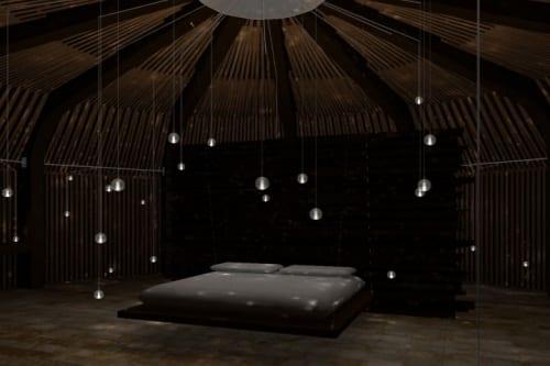 Schlafzimmer mit modernen hängenden Kugel-Leuchten