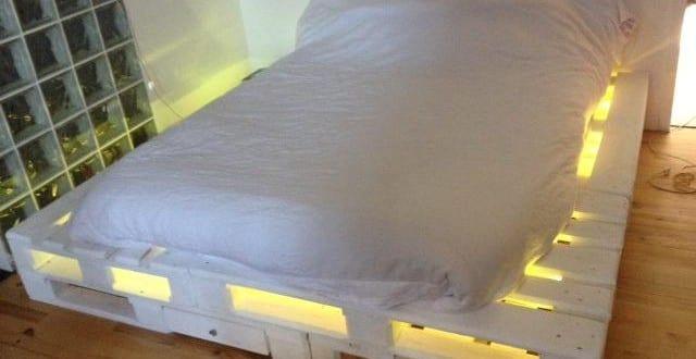 bett aus paletten mit led 1 freshouse. Black Bedroom Furniture Sets. Home Design Ideas