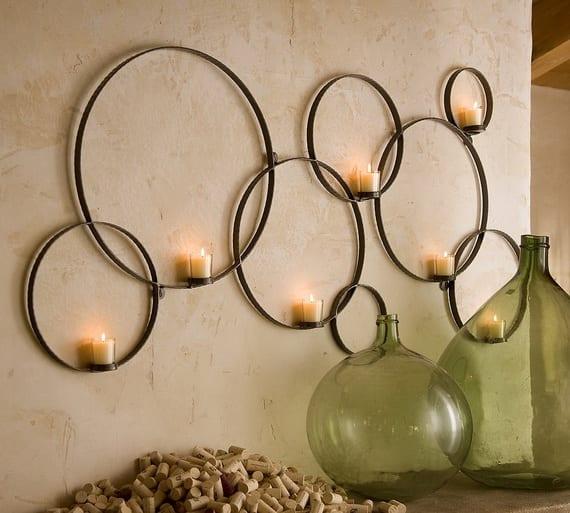 atraktive Kerzendekoration für Wand mit hängenden Stahlringen