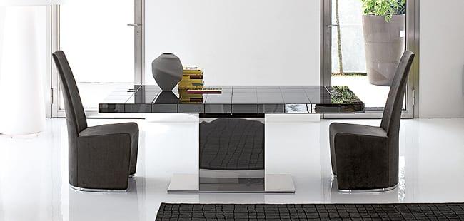 Moderner Esstisch aus Chrom
