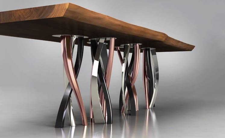 moderner Estisch mit Massivholzplatte und zylindrischen Kupferfüßen