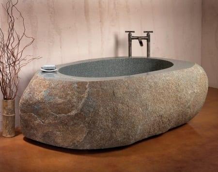 interessante Badezimmer einrichtung mit Badewanne aus Naturstein