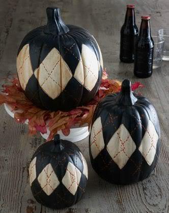 Kürbisse mit rhomboidischen Muster in schwarz und weiß
