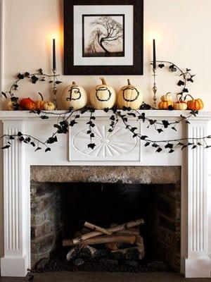 Halloween Kamindekoration mit Efeu