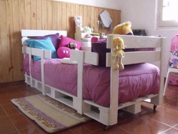 kinderpalettenbett-in-weiß