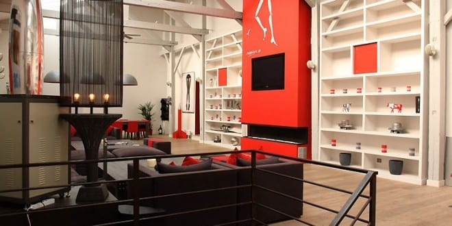 loft einrichtung mit akzent in rot freshouse. Black Bedroom Furniture Sets. Home Design Ideas