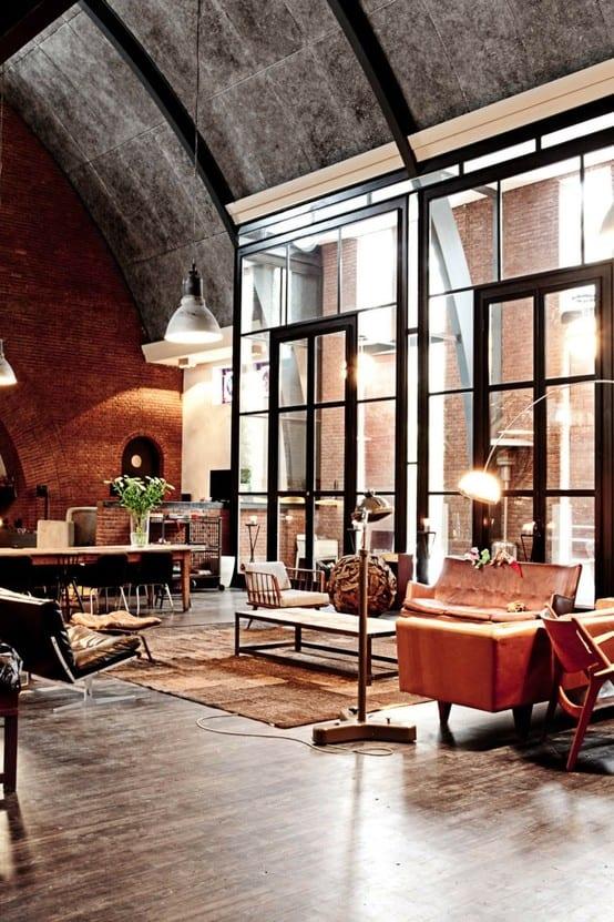 Loft mit großformatigen Fenster und Dachgewöhlbe