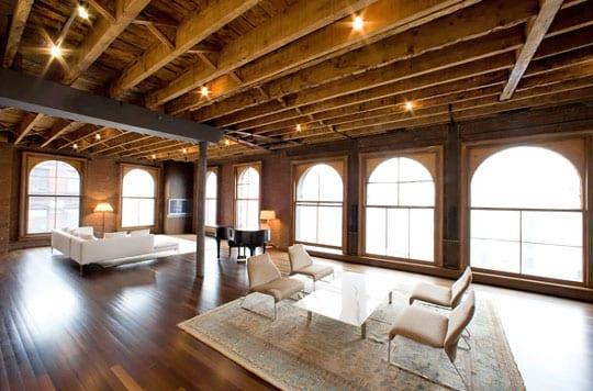 Loft  in Holz mit Gewölbefenstern