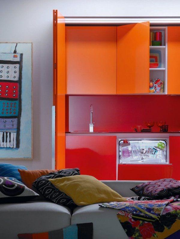 kleine-küche-in-mutige-orange-und-rote-farbe