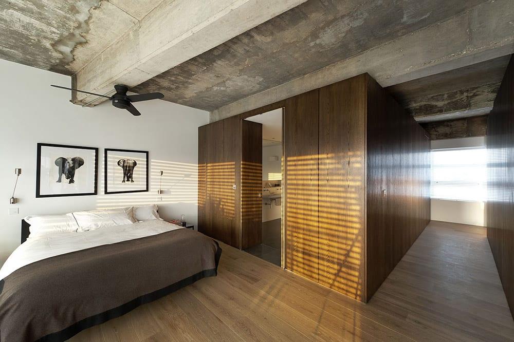 Beton und Holz im Schlafzimmer