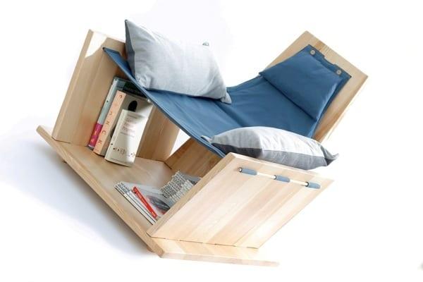 Lesemöbel aus Holz und Kissen