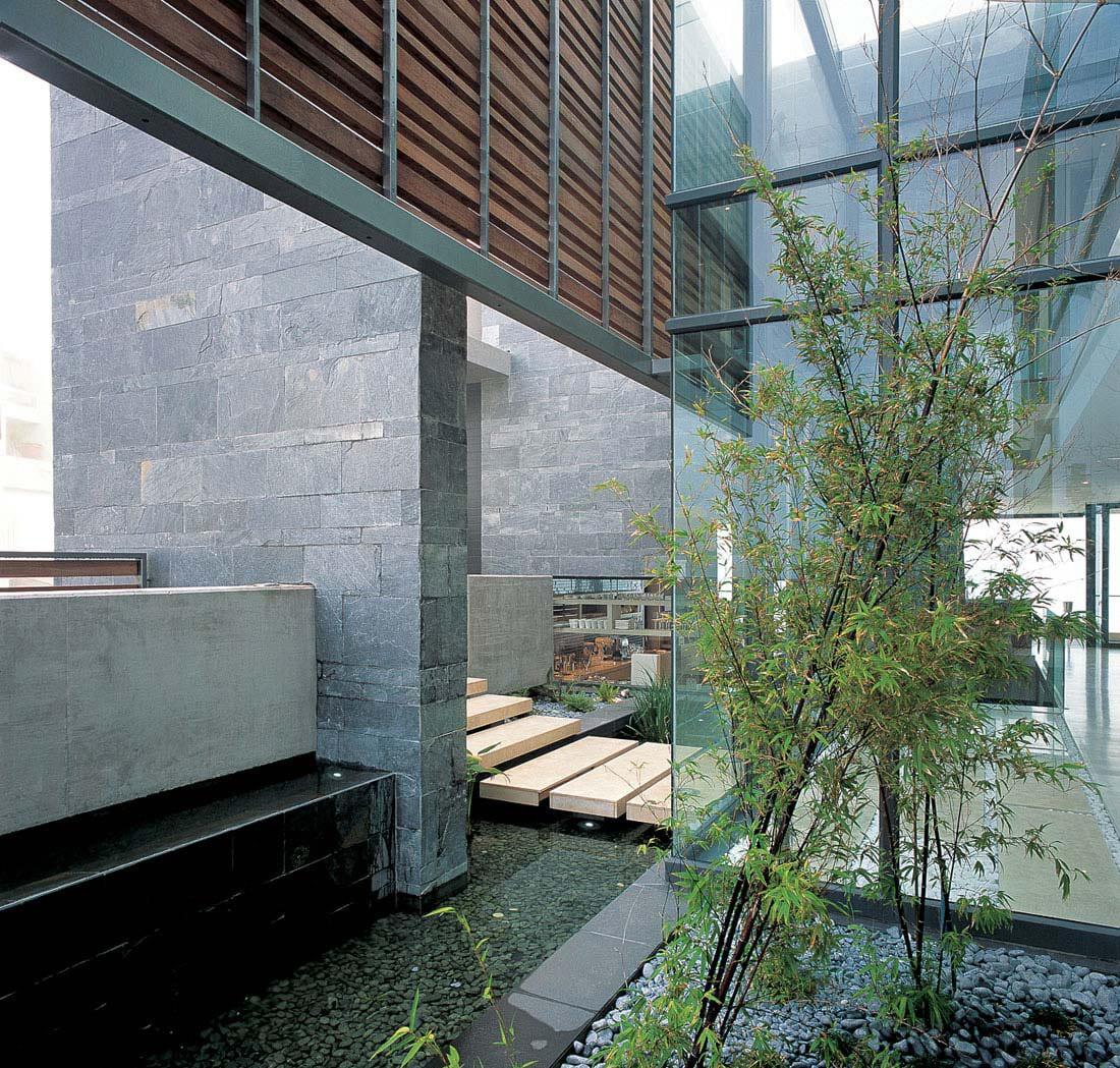 Innenraum Wassergarten mit Naturstein