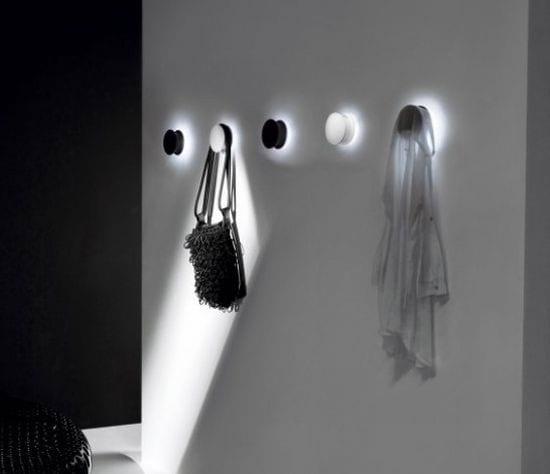 leuchtende Aufhänger in Schwarz und weiß