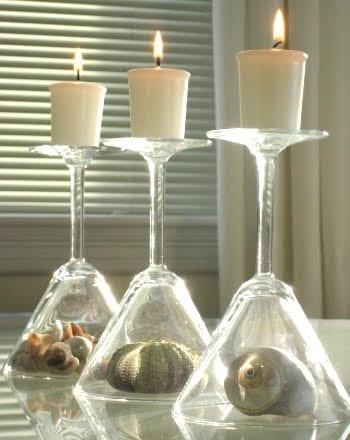 Tischdekoration mit Kerzen und Schnecken