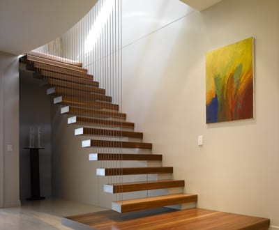 elegante holz innentreppe freshouse. Black Bedroom Furniture Sets. Home Design Ideas