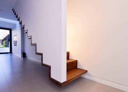 moderne und kreative Holztreppen als coole wohnidee flur und treppenraum