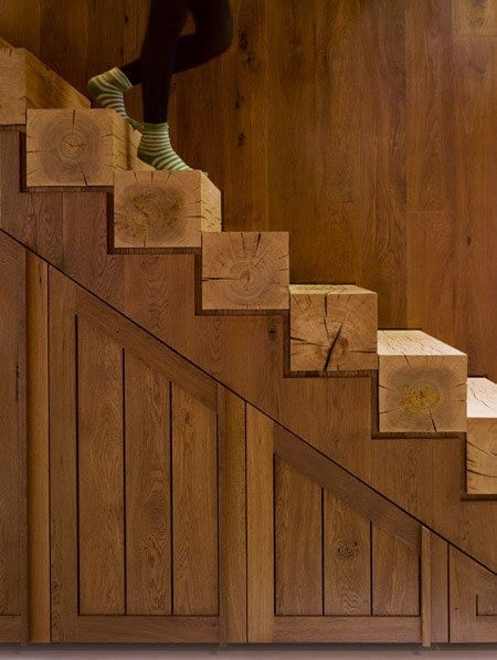 Innenraumtreppe-Design aus Holzklötzen