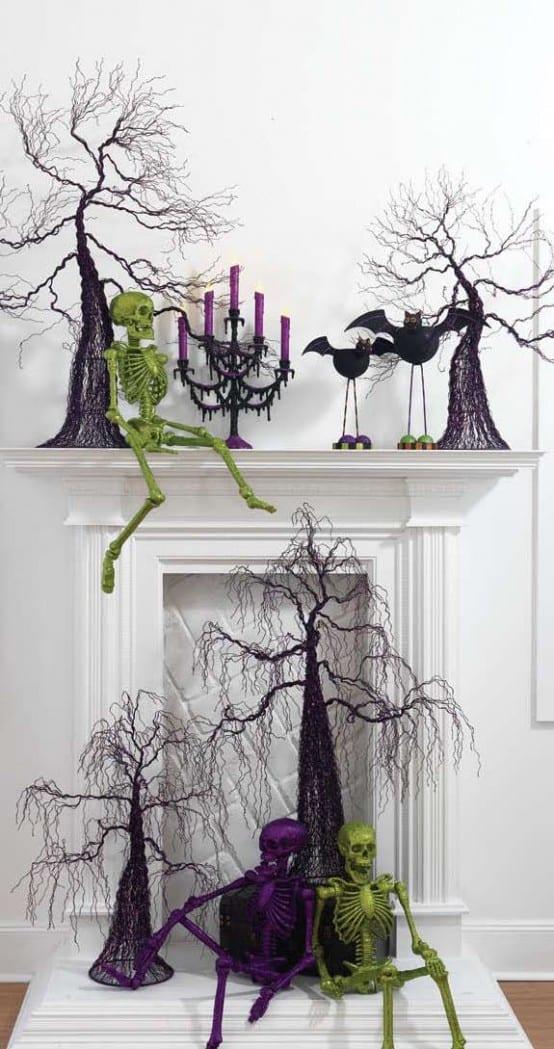 moderne halloween Dekoration mit Skeletten in grün und lila