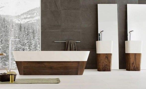 moderne Badeinrichtung mit zwei freistehenden Waschbecken mit Spiegeln