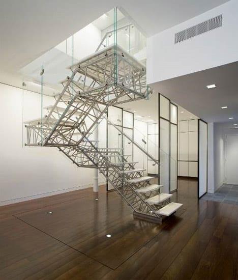 fachwerk Treppe mit weißen Stufen