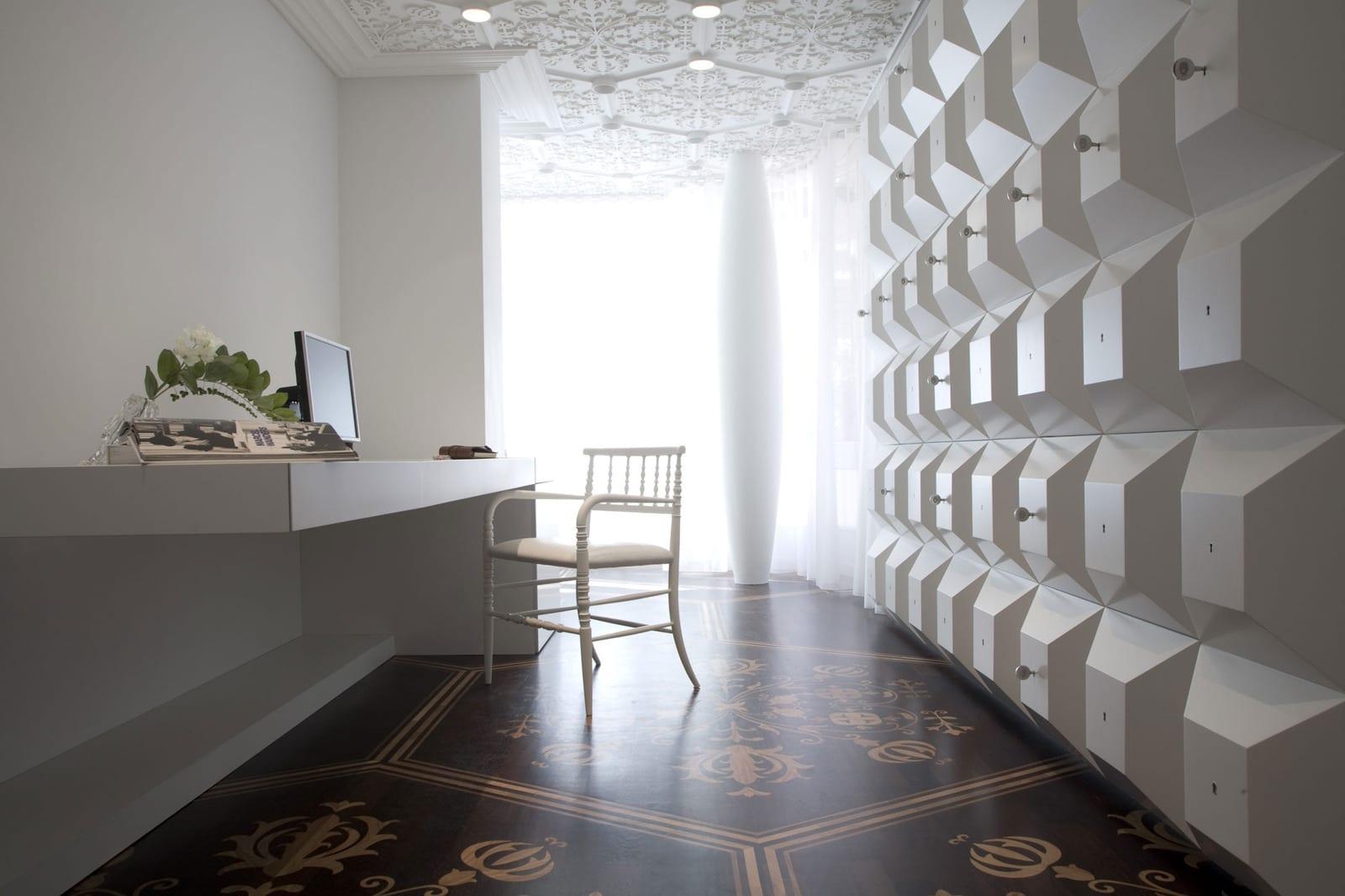 weiße 3D-Wandpaneel mit Kubus