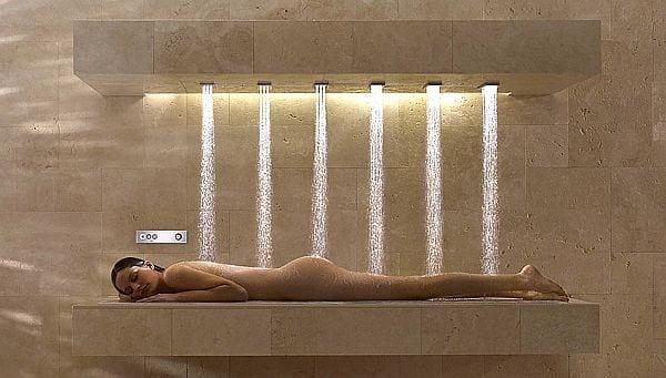 beleuchtete horizontale Dusche