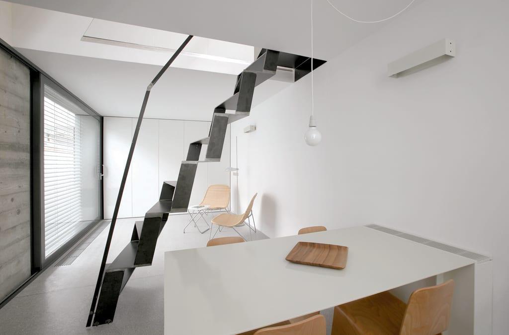 interessante einfache Metalltreppe für kleine Räume