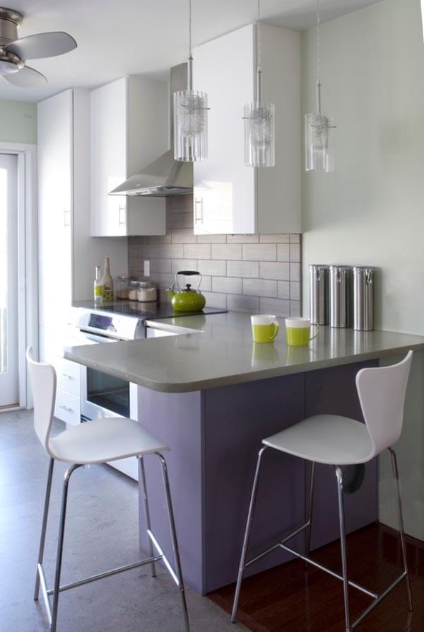 küchentheke-verläuft-in-eckigen-esstisch