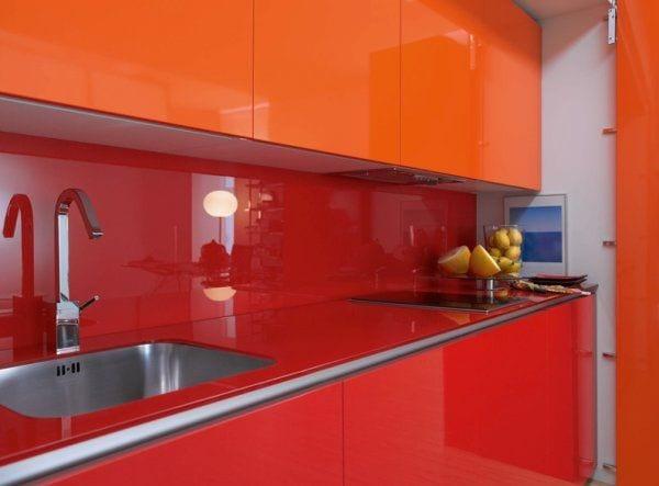 moderne-küche-versteckt-im-schrank