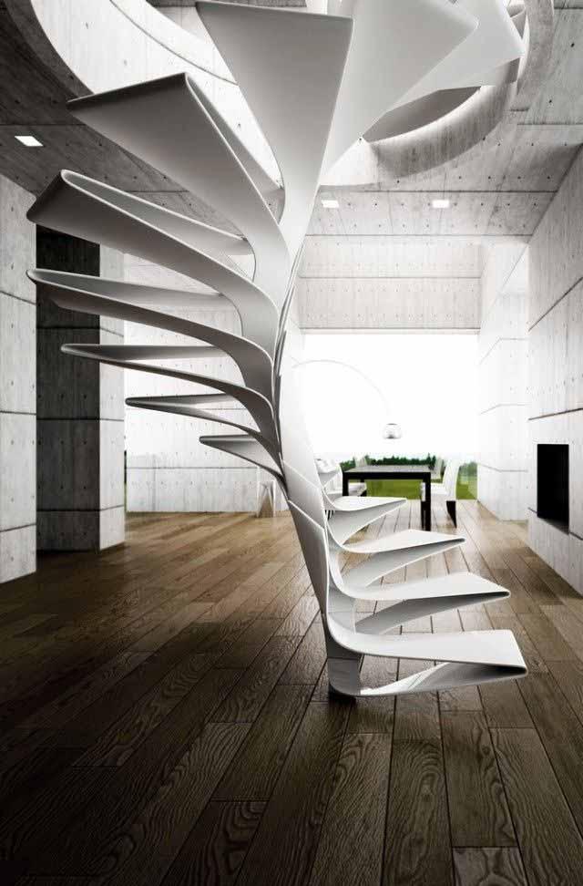 Wohneinrichtung aus Betonwänden mit Holzboden und moderne Wendeltreppe