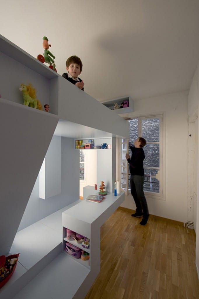 in weiß eingerichtet minimalistisches Kinderzimmer
