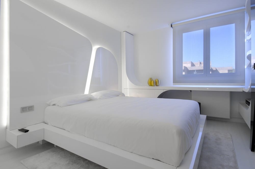 Lichtgestaltung für weißes Schlafzimmer
