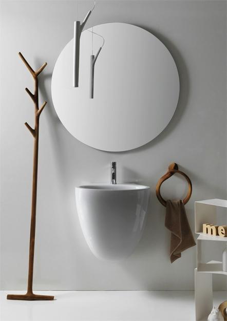 Designerlampe mit rundem Spiegel und Handtücherständer aus Holz