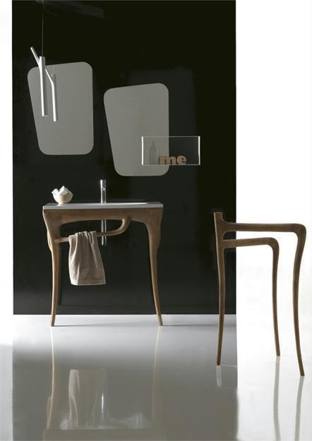 modernes Waschbecken und Designerspiegel fürs Bad von Galassia
