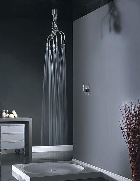 Dusche mit modernem Duschkopf