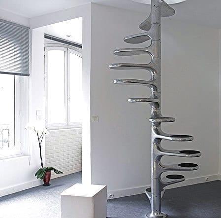 elegante Spinaltreppe aus Chrom für kleinen Raum