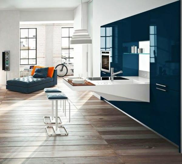Kleine Küche In Lack Weiß Und Blau Mit