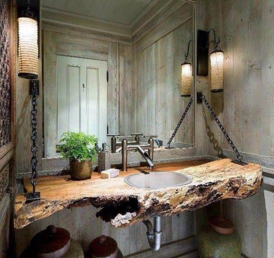 modernes Bad mit _holztischplatte befestigt mit Ketten