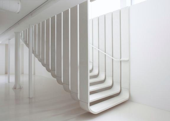 Designertreppe in weiß aus ultrahochfestem Beton