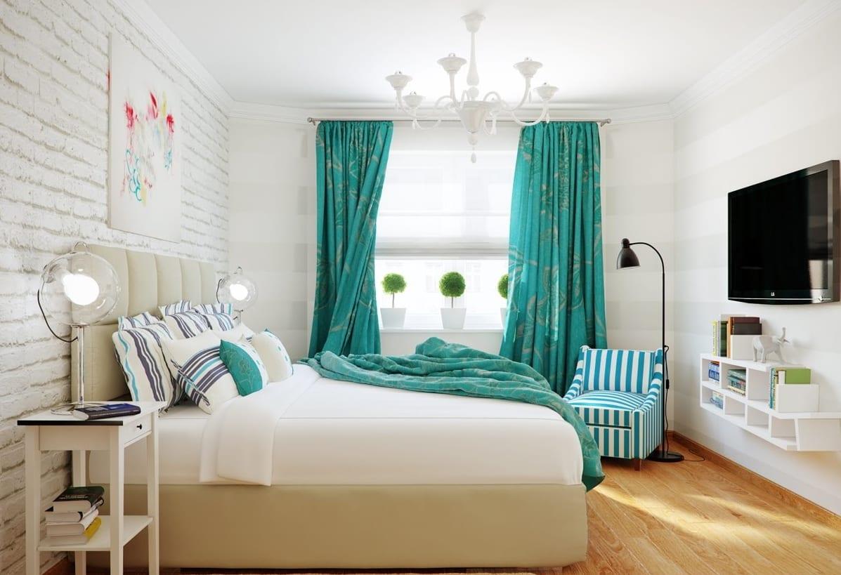 Schlafzimmer mit weißer Zigelwand und Holzboden