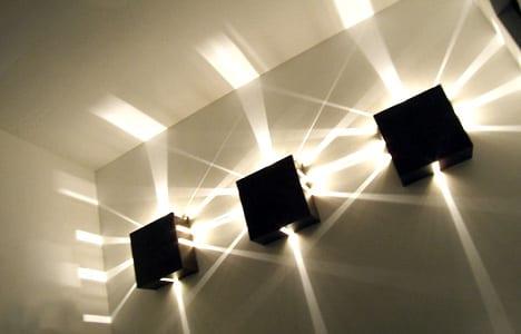 moderne 3D Lichtgestaltung mit schwarzen Wandleuchten