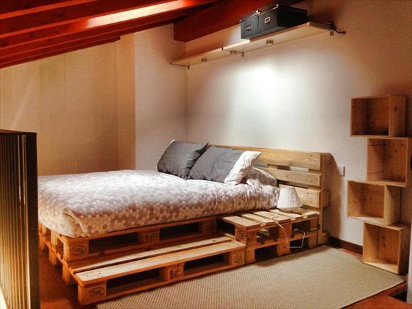 palettenbett-mit-nachttisch-und-stuffe