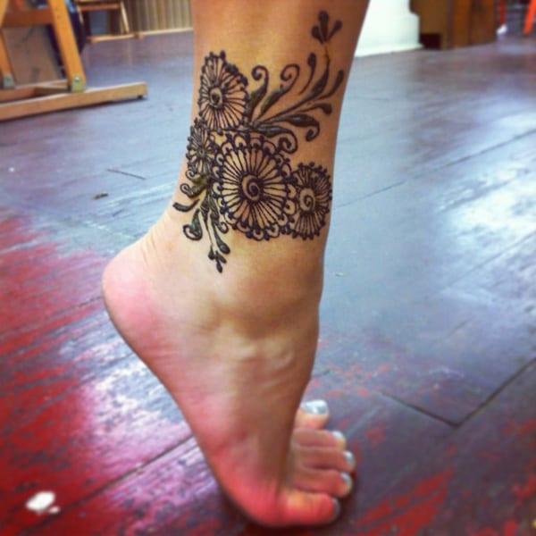Tattooideen für Frauen- Beintattoo
