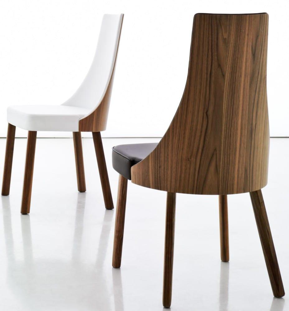 moderner Holzstuhl mit Polstersitz und Holz-Rückenlehne