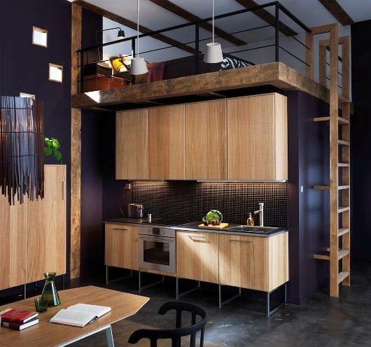 moderne Küche Einrichtung mit Holz-Küchenschränken- kleine wohnung einrichten