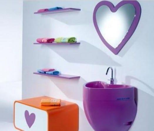 herzförmiger spiegel für kinderbadezimmer